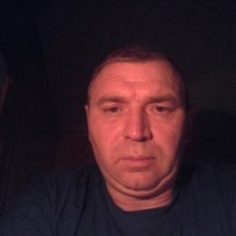 Стройная девушка шатенка ищет мужчину в Омске для вечерних встреч