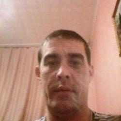 Высокий, плечистый парень ищет девушку/шек для плотских утех и приятного общения в Омске
