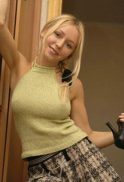 Молодая и красивая девушка из Омска. Познакомлюсь с мужчиной для секса